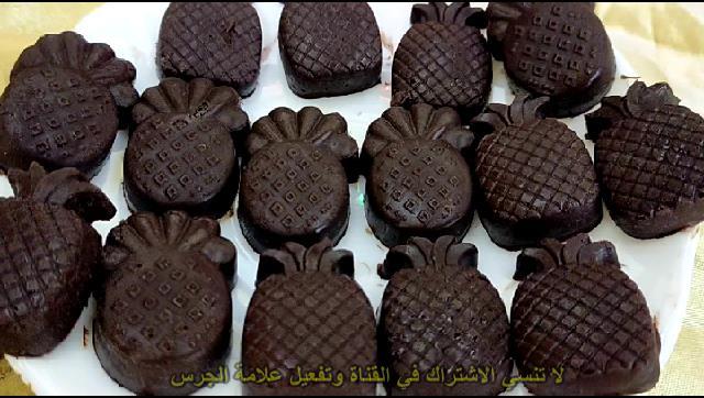 طريقة عمل الشيكولاتة الصلبة في البيت باربع مكونات فقط الشيف محمد الدخميسي
