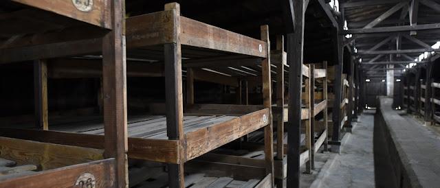 Guarda de Auschwitz morre antes do julgamento