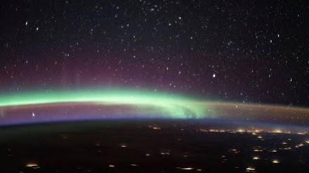 Βόρειο Σέλας και ατμοσφαιρική φωταύγεια «ενώθηκαν» και η φωτογραφία τους εντυπωσιάζει!