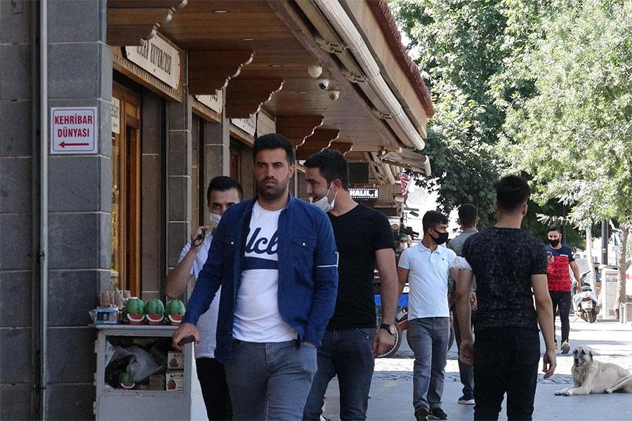 Vakalarının arttığı Diyarbakır'da kurallara yeterince uyulmuyor