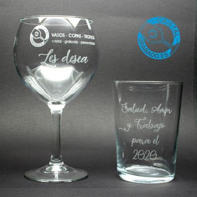 Copas y vasos de cristal grabados mediante tecnología láser