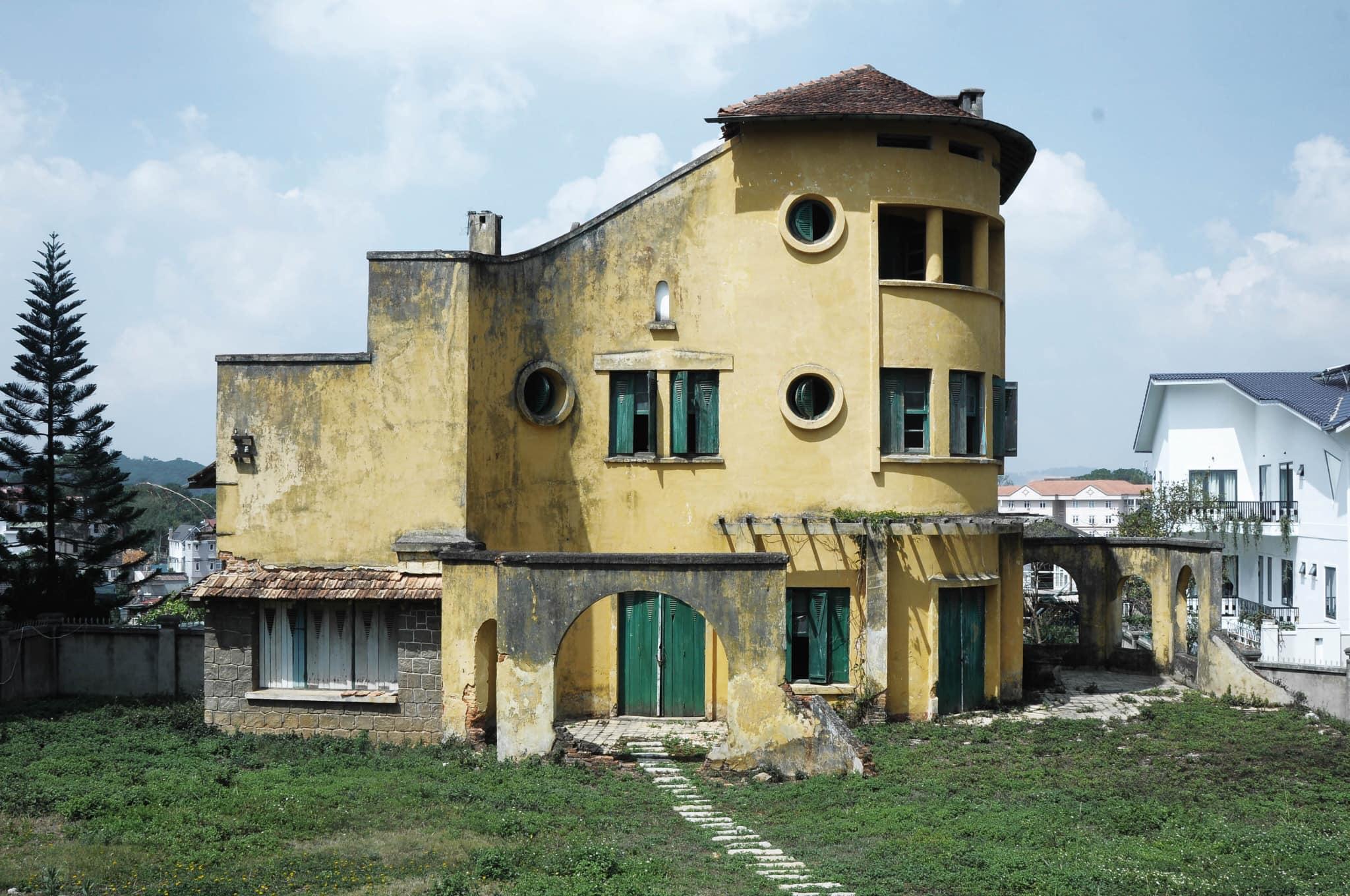 Hình chụp ngôi biệt thự bỏ hoang đẹp như mơ ở đà lạt
