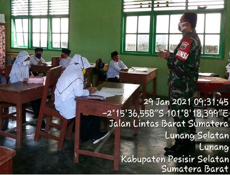 Babinsa Koramil 01/Pancung Soal, Berikan  Wawasan Kebangsaan