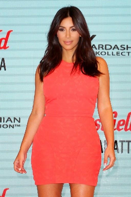 Smiling Kim Kardashian enjoys a romantic stroll with new