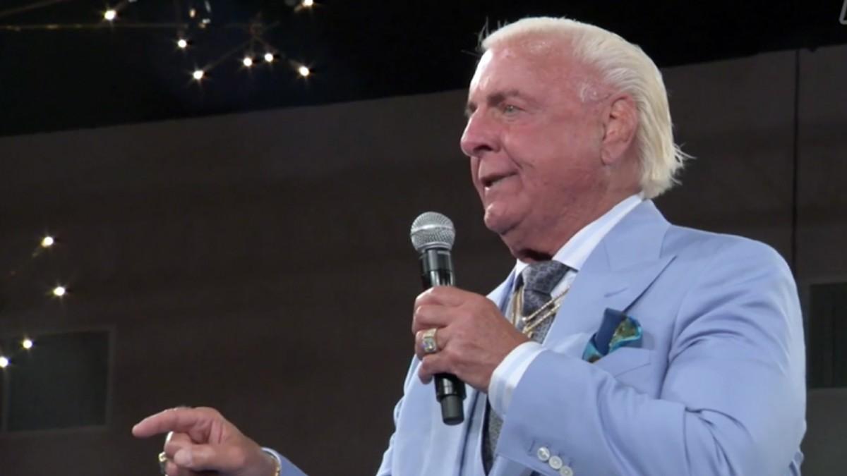 Ric Flair ainda não falou com Tony Khan sobre uma possível ida para a AEW