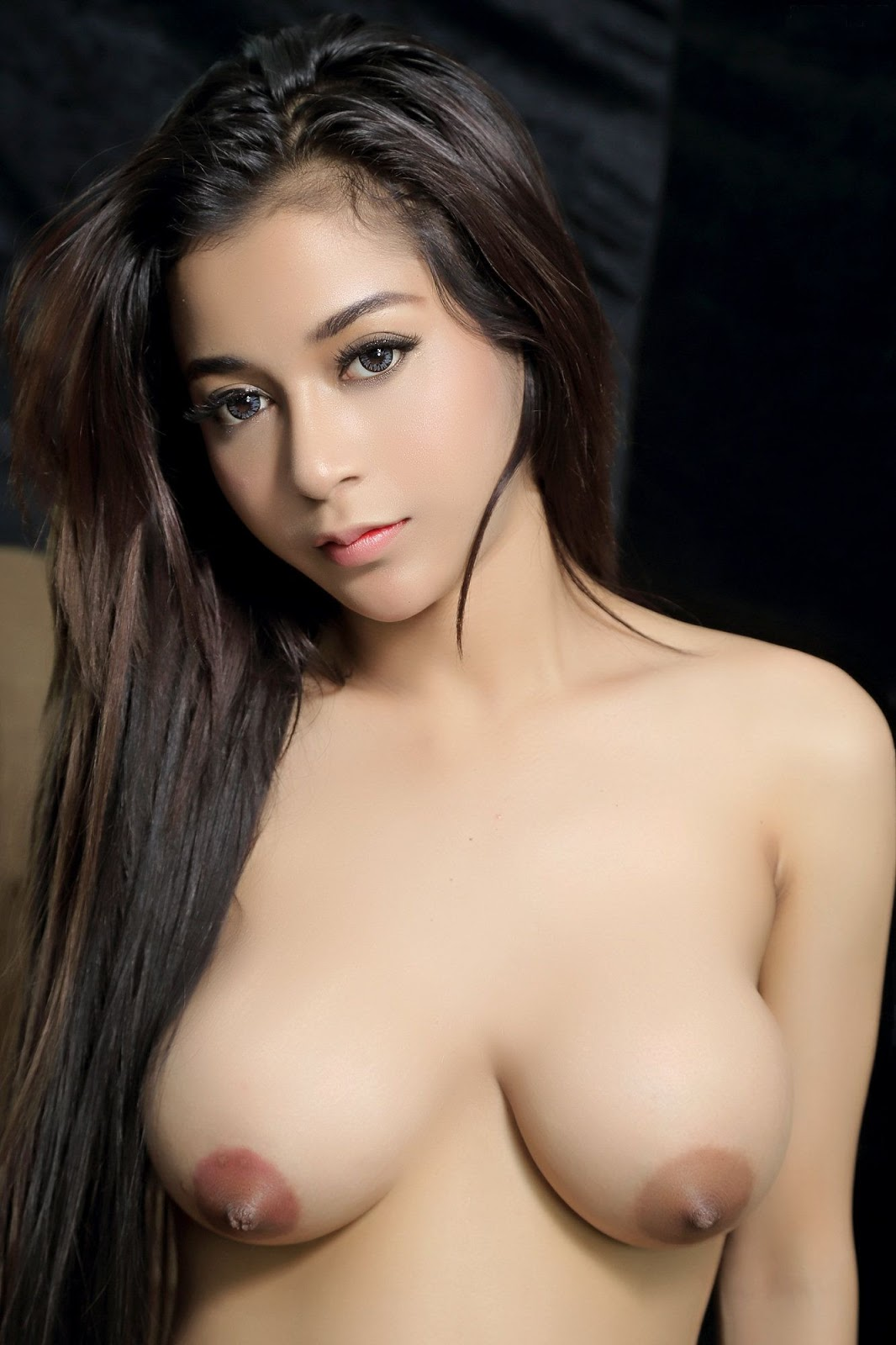 Pretty nude indonesian model