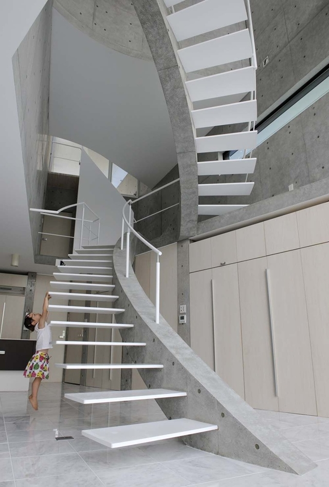 Thin concrete stairs