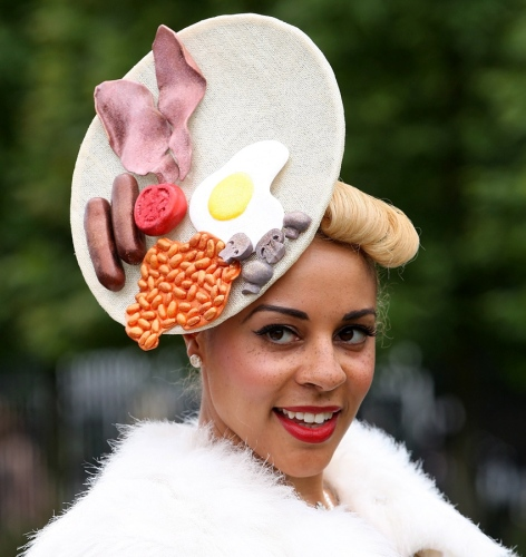 The Craziest And Most Glamorous Hats: MO'REIS-ALADE'S BLOG: OUTRAGEOUS FASHION AND STYLE AT THE