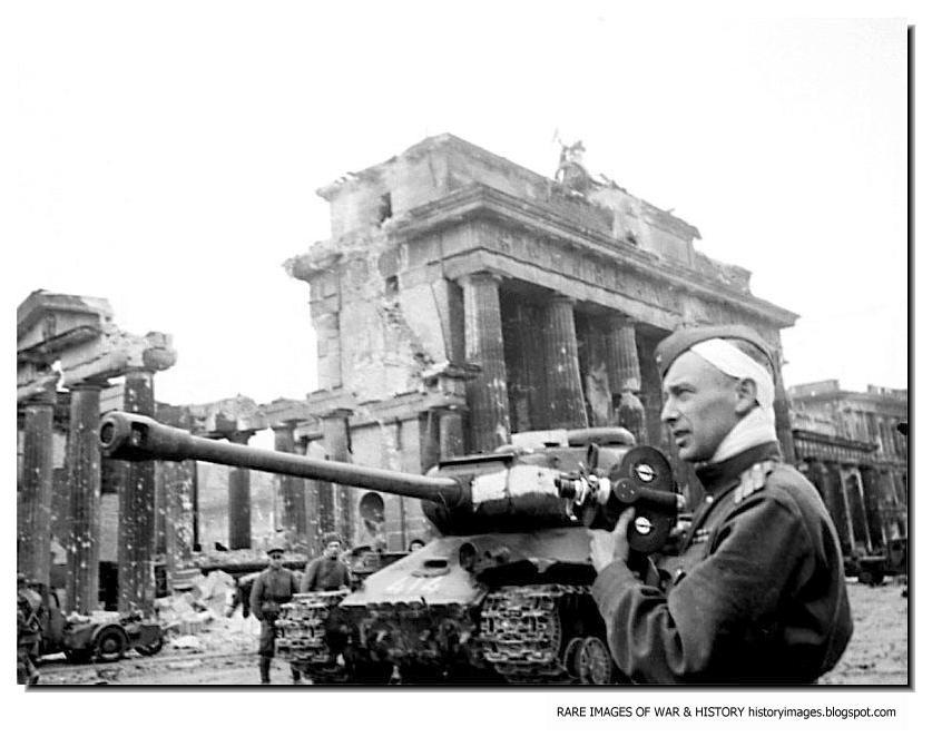 Berlin, September, 1948: Just as the Brandenburg Gate is ...  |Brandenburg Gate Ww2