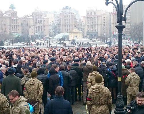 На Майдані зібралися люди, серед присутніх — вдова вбитого журналіста Веремія