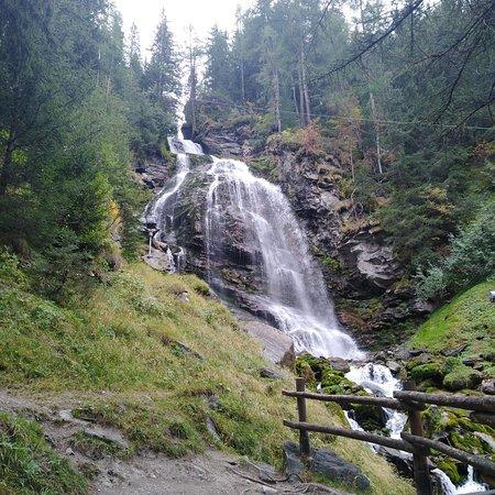 Gite e vacanze in Italia - Tour Valle Aosta - Itinerari 2 giorni - Cascata Mascognaz Champoluc