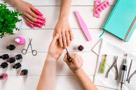 Semi-permanent varnish or gel: what are the different nail techniques