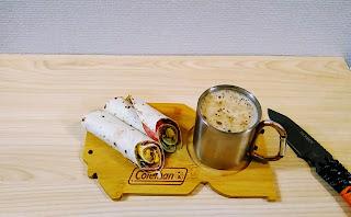 コールマンカッティングボードをお皿として使う写真