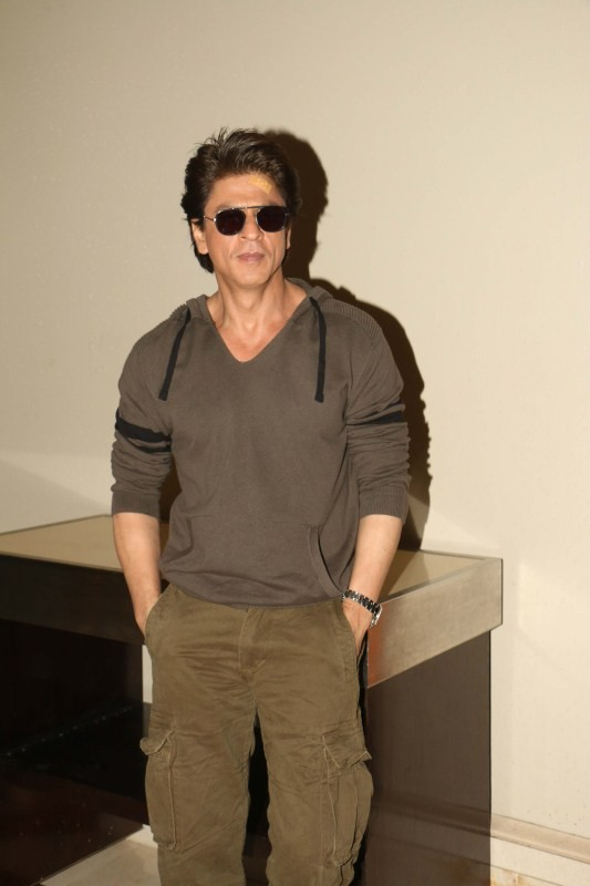 Shah Rukh Khan Snapped Promoting 'Jab Harry Met Sejal'