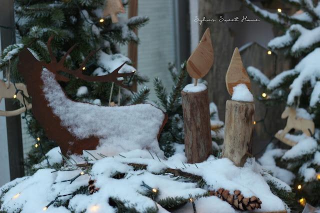 auch unser zierapfelbaumchen im garten ist vom schnee bedeckt