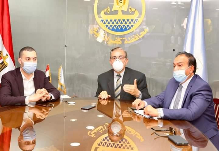 محافظ كفر الشيخ يسلم عقود تقنين أراضي الدولة من الفلاحين والمزارعين ويعطيه٥٦٨  عقود ملكية