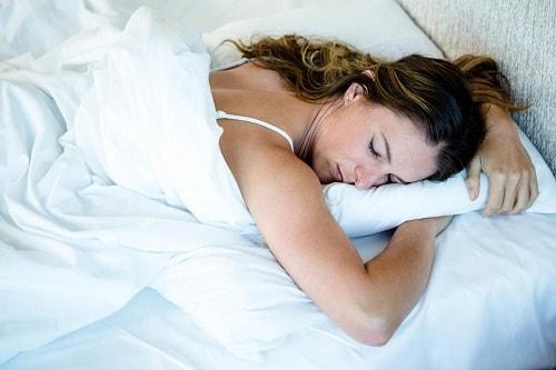 نوم الحامل على بطنها