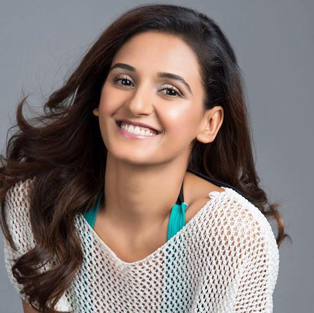 Shakti Mohan Wiki,hot dance,Sisters,Age,Boyfriend,Husband,Dance academy,Relationship,Family