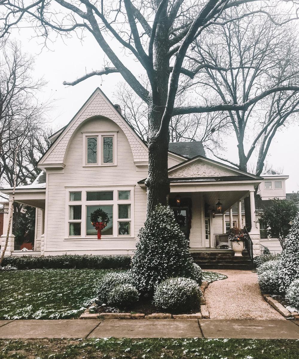 travel and lifestyle blogger Amanda Martin shares Bentonville, Arkansas's historical charm