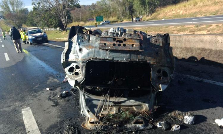 Capotamento de carro deixa três mortos em rodovia mineira neste sábado