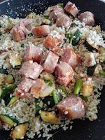 Salteado de arroz con salchichas y verduras