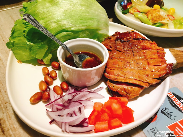 Grilled pork loin with lettuce wrap