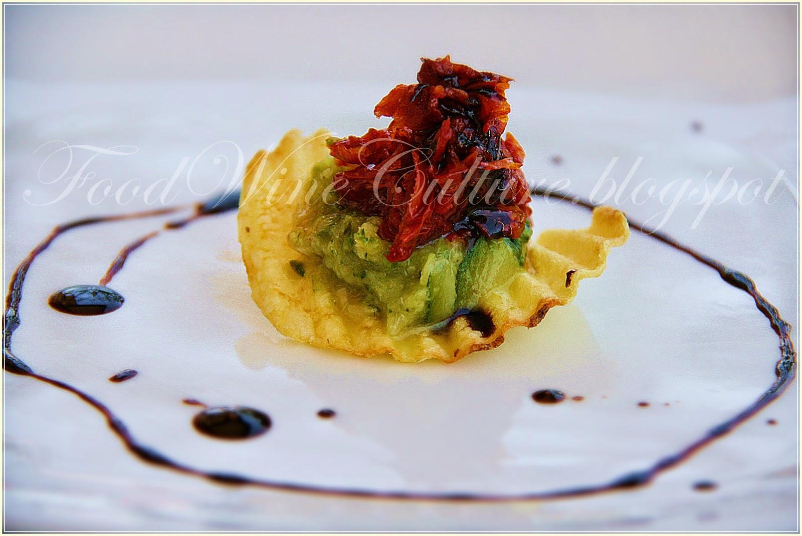 Crema di Asparagi e Zucchine con Tartare di Pomodorino Pachino DOP essicato al Balsamico di Modena IGP su Rustica San Carlo