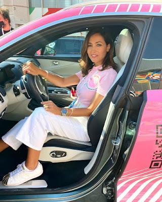 Caterina Balivo in auto pink beneficenza fondazione ieomonzino