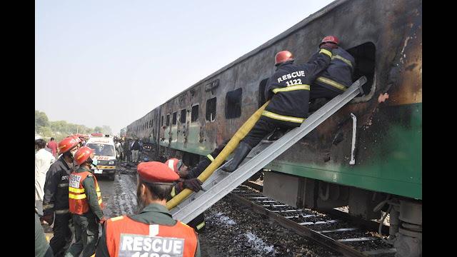 Τραγωδία στο Πακιστάν: 71 άνθρωποι πέθαναν από την πυρκαγιά στο τρένο