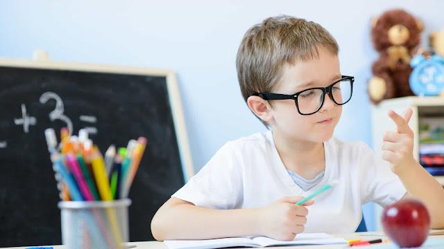 O Matemático e Pedagogo com especialização em Psicopedagogia, Valdivino Sousa, explica sobre o distúrbio da discalculia, que é quando a criança, adolescente, ou até mesmo na vida adulta tem dificuldade de aprendizagem em fazer cálculos. Na internet encontramos várias explicações, mas muitas das vezes informações desencontradas e sem coerência, mas para melhor entendermos o que é discalculia? Essa pergunta é comum, e existem vários conceitos a até mesmo com respostas prontas, mas sem objetividade. Neste artigo o Matemático Valdivino Sousa aborda o assunto com mais clareza, bem então vamos a leitura!.