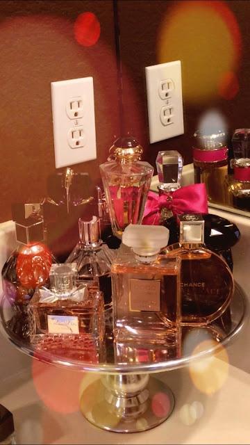 "<img src=""perfumes.png"" alt=""PERFUMES"">"