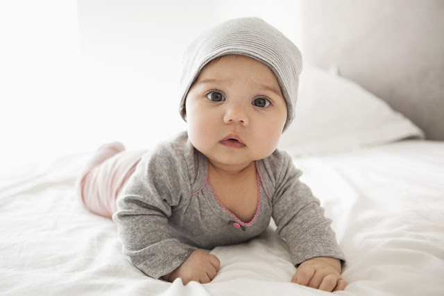 Rüyada bebek görmek ne demek? rüyada yeni doğmuş bebek, kız bebek erkek bebeğin konuşması, ölü bebek, rüyada ağlayan bebek anlamı.