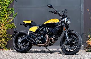 Ducati Scrambler Cafe Racer ambience-amarilla
