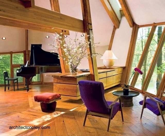 Vista del interior de la cabaña de arquitectura orgánica en Nueva York