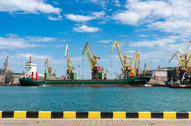 Крани Одеського порту