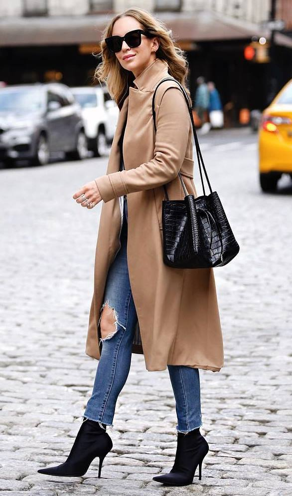 what to wear with a brown coat : ripped jeans + black boots + bag