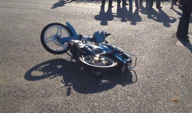Σοκ: Παρέσυρε μηχανάκι και σκότωσε δυο άτομα