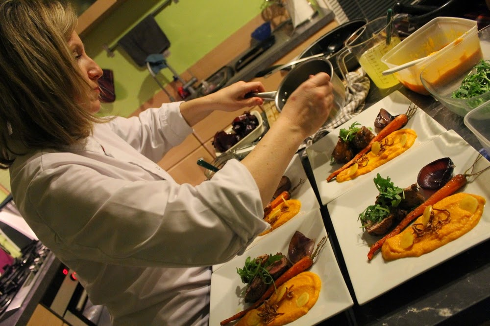repas gastronomique autour de la carotte , de l'oignon et d'un filet de boeuf