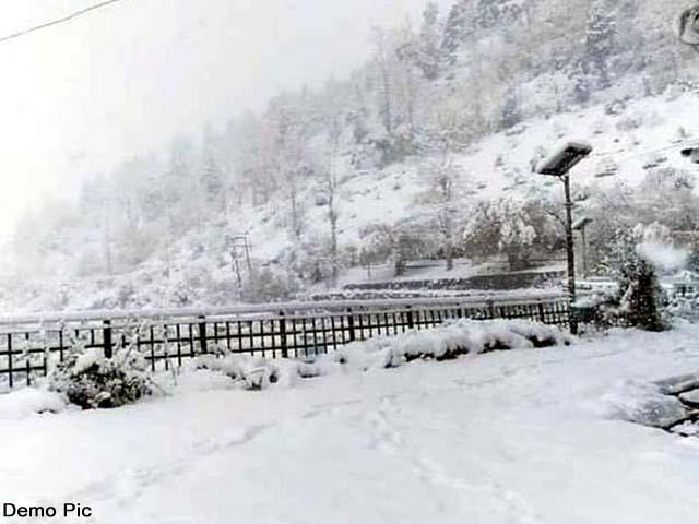 मौसम ने बदली करवट, हिमाचल की ऊंची चोटियों पर ताज़ा हिमपात