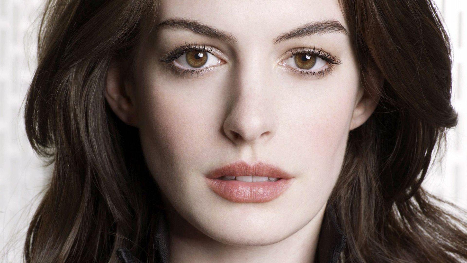Anne Hathaway High Resolution