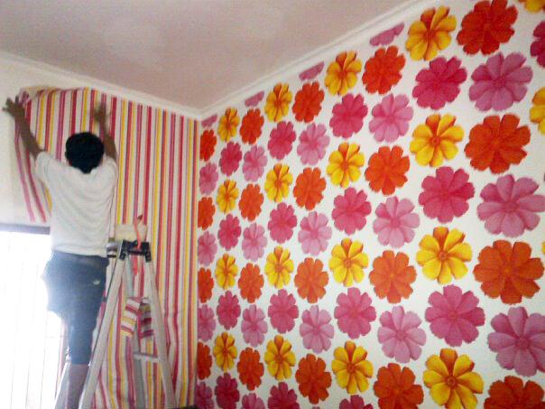 Toko wallpaper dinding madiun 085232712227 085607682227 - Cara pasang wallpaper ...