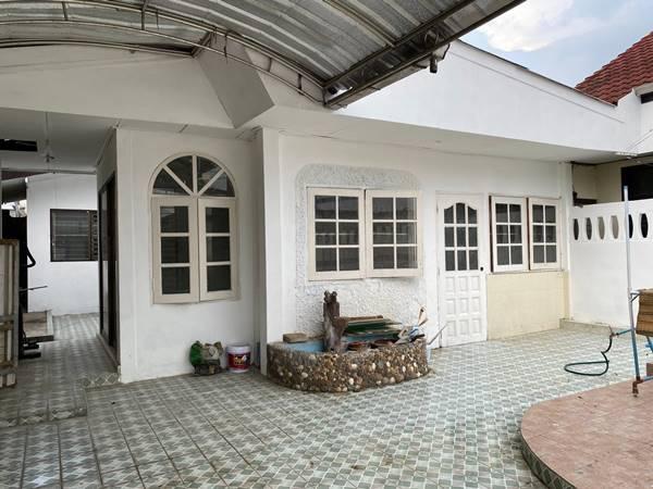ขายถูก บ้านแฝดชั้นเดียว ประชานิเวศน์ งามวงศ์วาน พร้อมเข้าอยู่ 32 ตร.วา 2 ห้องนอน ใกล้ MRT ศูนย์ราชการนนทบุรี,