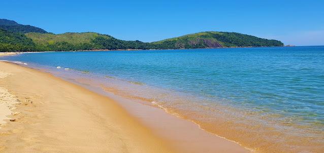 praia de ondas tranquilas