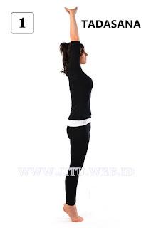 Yoga Tadasana untuk hilangkan perut buncit.