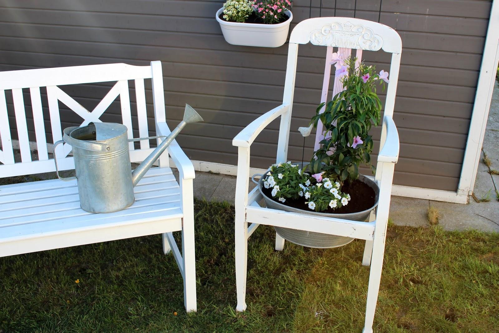 DIY: Blumenstuhl in Shabby Chic ganz einfach selber machen und bepflanzen - ausgefallene Gartendeko