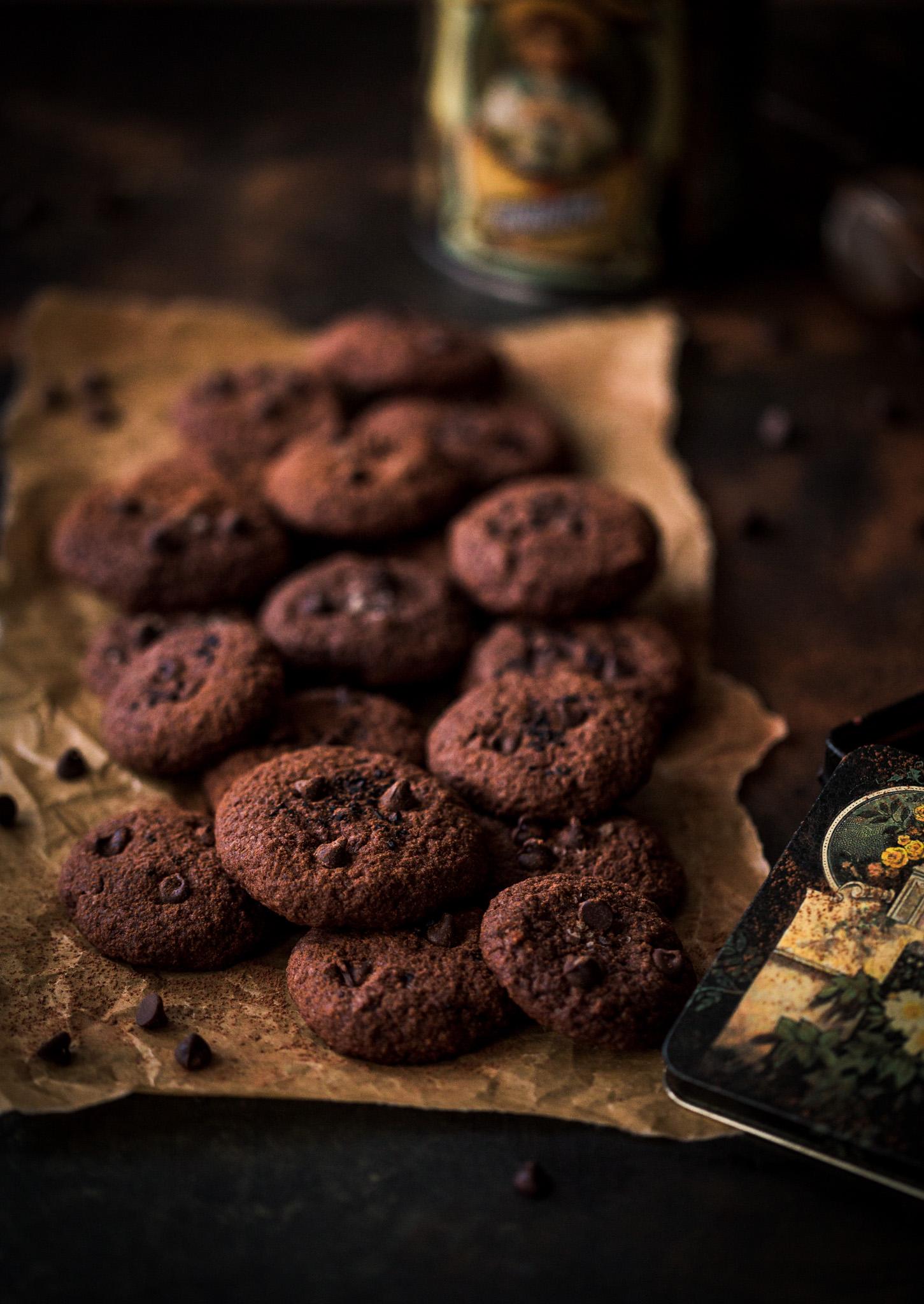 Двойно шоколадови бисквити с овесени ядки и Хавайска сол