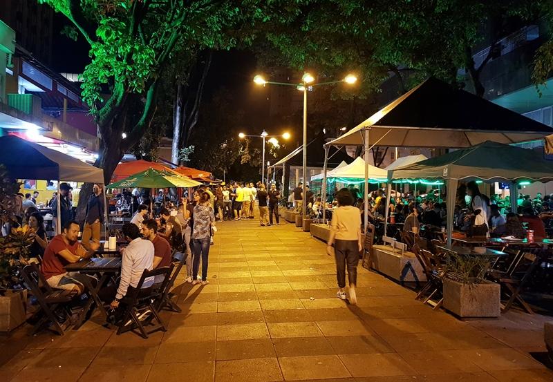 O que fazer em Belo Horizonte a noite: rua dos bares na Savassi