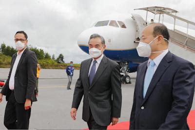 Menlu RRT Wang Yi Mengunjungi Danau Toba Untuk Melihat Keindahannya Secara Langsung
