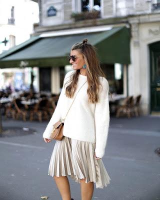 Outfit casual de invierno con falda plisada plateada