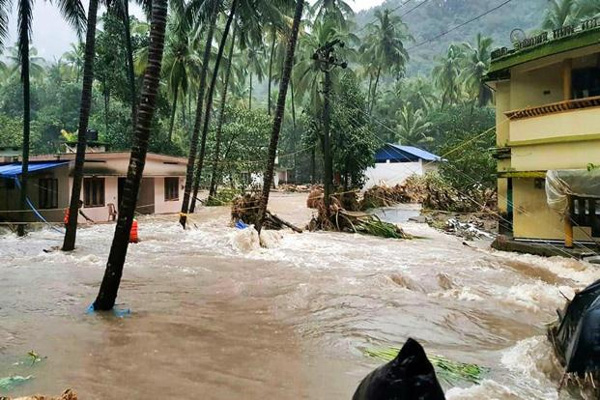 Heavy rain and flood land slide reported all over Kerala, Kozhikode, News, Rain, Cyclone, Malappuram, Flood, Kerala